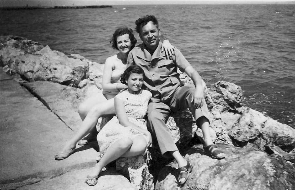 Compozitorul Mircea Chiriac împreună cu soția Elisabeta și fiica Corina Chiriac la mare