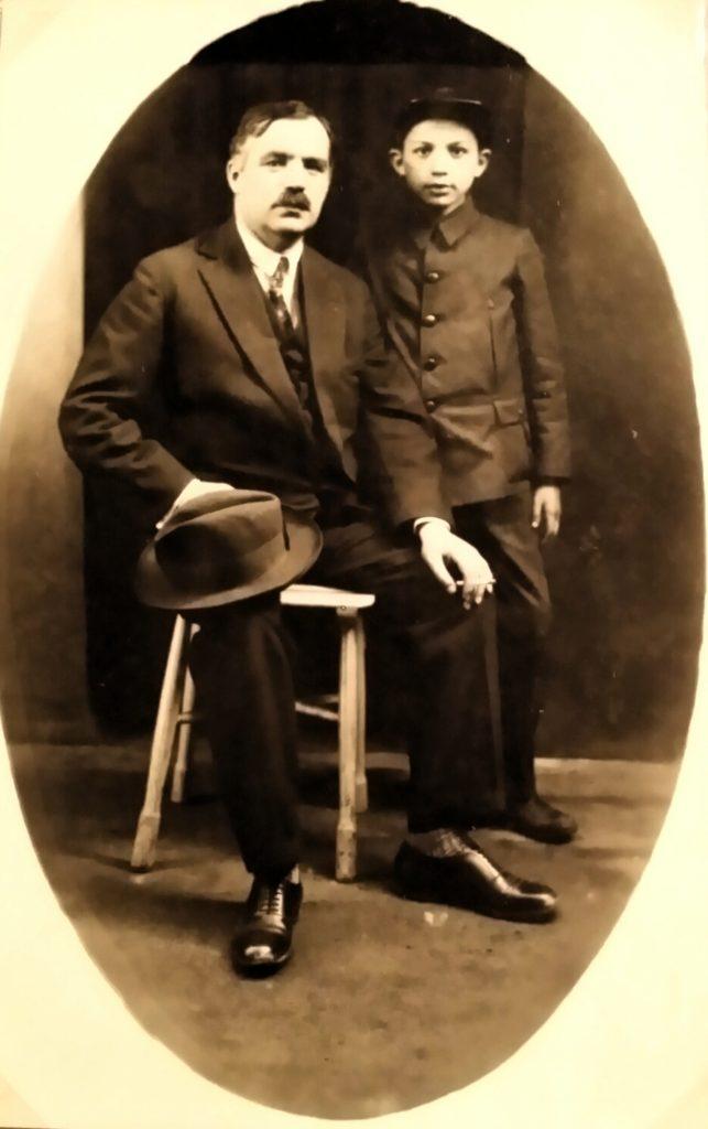 Compozitorul Mircea Chiriac tânăr cu tatăl său, tipograful Gheorghe Chiriac