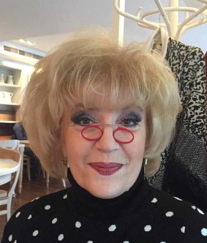Corina Chiriac cu ochelari roșii (arhivă personală)