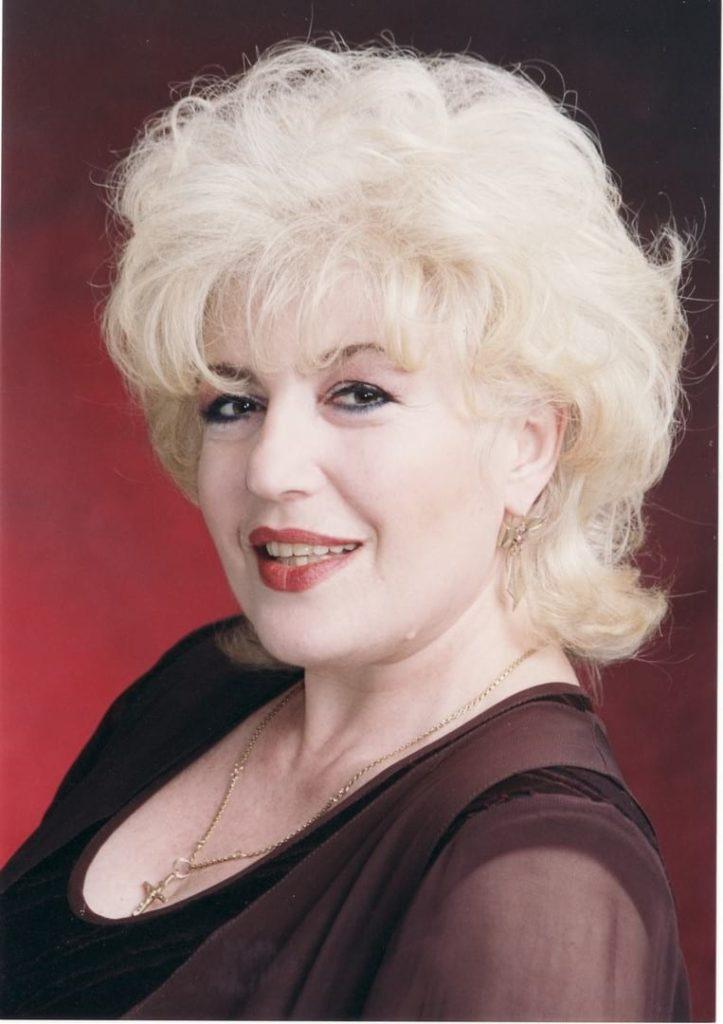 Corina Chiriac, fotografie de studio (2005)